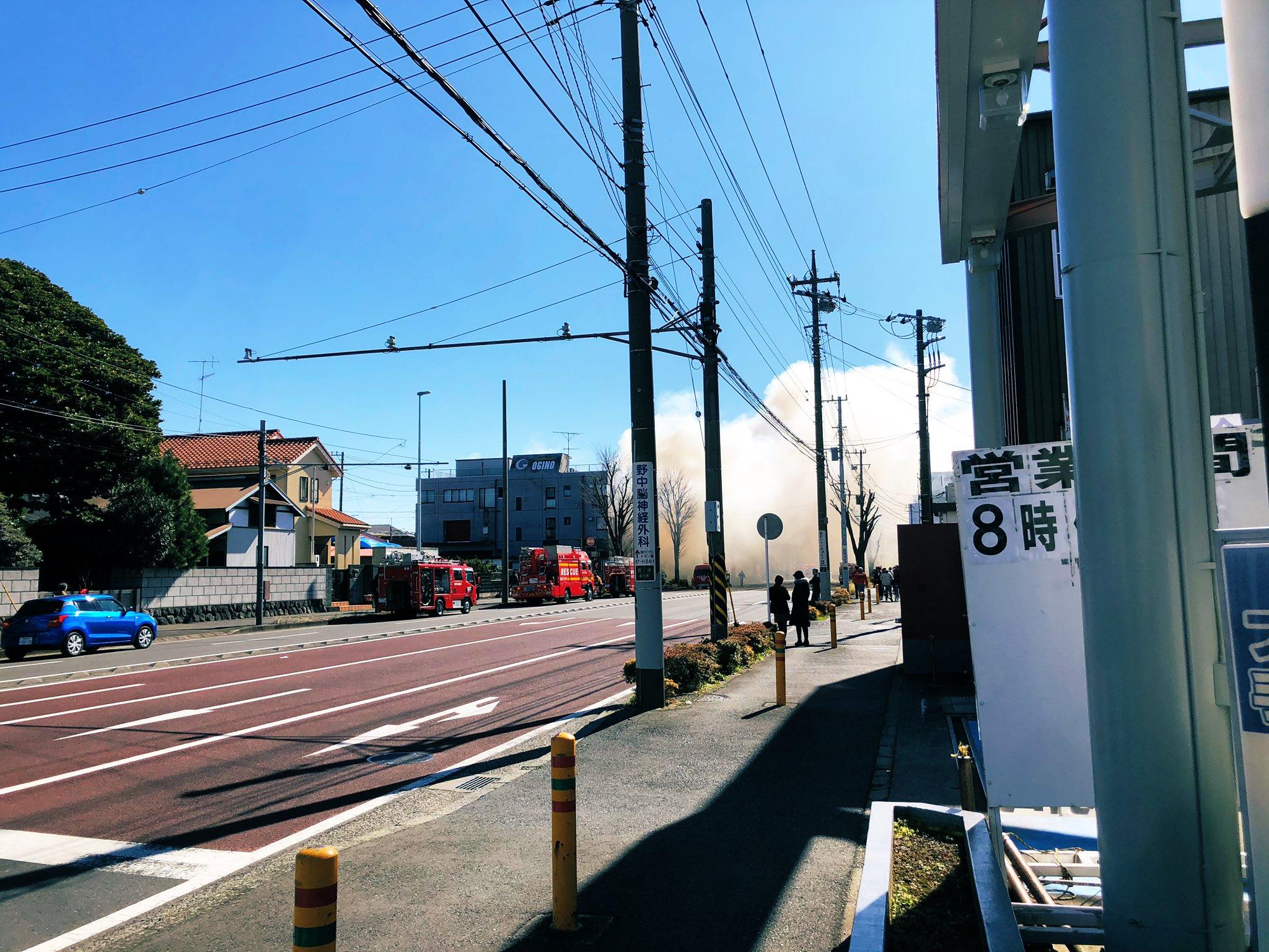 藤沢市の住宅火災で煙が充満している現場画像