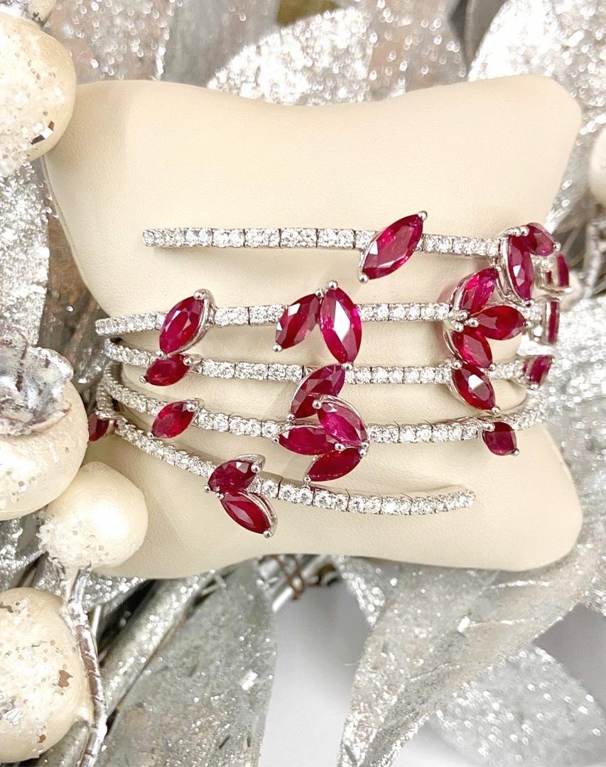 Brighten up your winter wardrobe with diamonds and rubies #ReedsJewelersNY #RubiesandDiamonds pic.twitter.com/vytTh4v6Hc