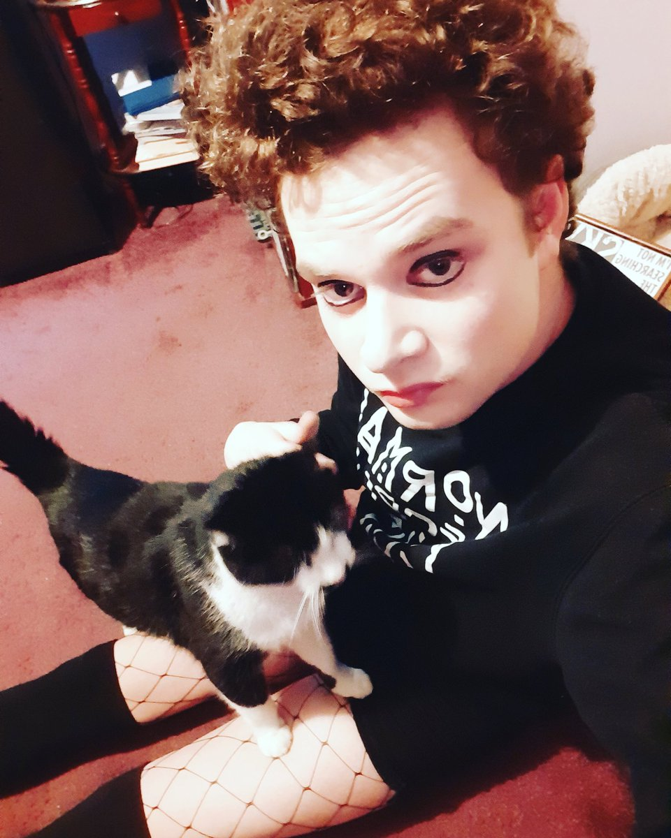 The wind almost blew mii away at work today  I'm only light  but its okeiii my fury friend is here to look after mii #windy #selfie #curlyhair #pale #jumper #normalpeoplescareme #kneehighsocks #twitter #fishnets #cat #makeup #gothic #emo #metalhead #pacifistpic.twitter.com/FqO7V3ow4O