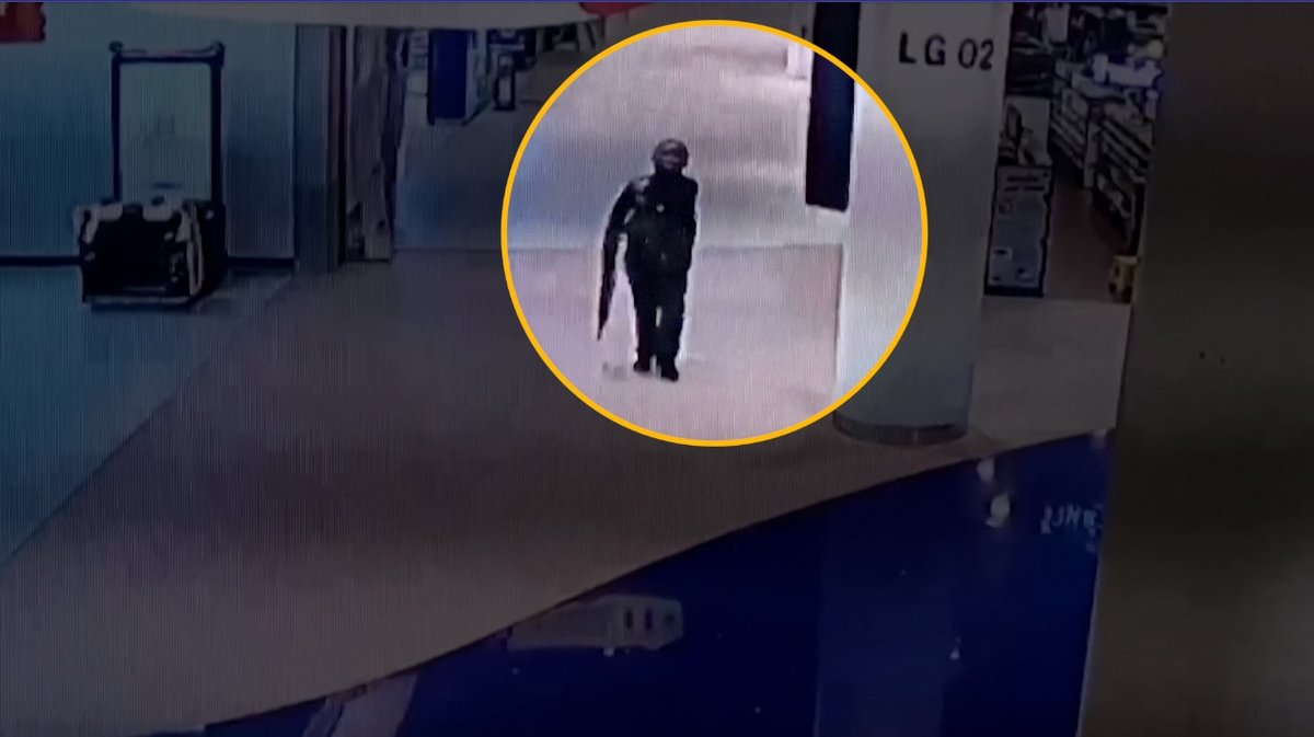 #ThaiShooting CCTV footage shows shooter inside Thai mall