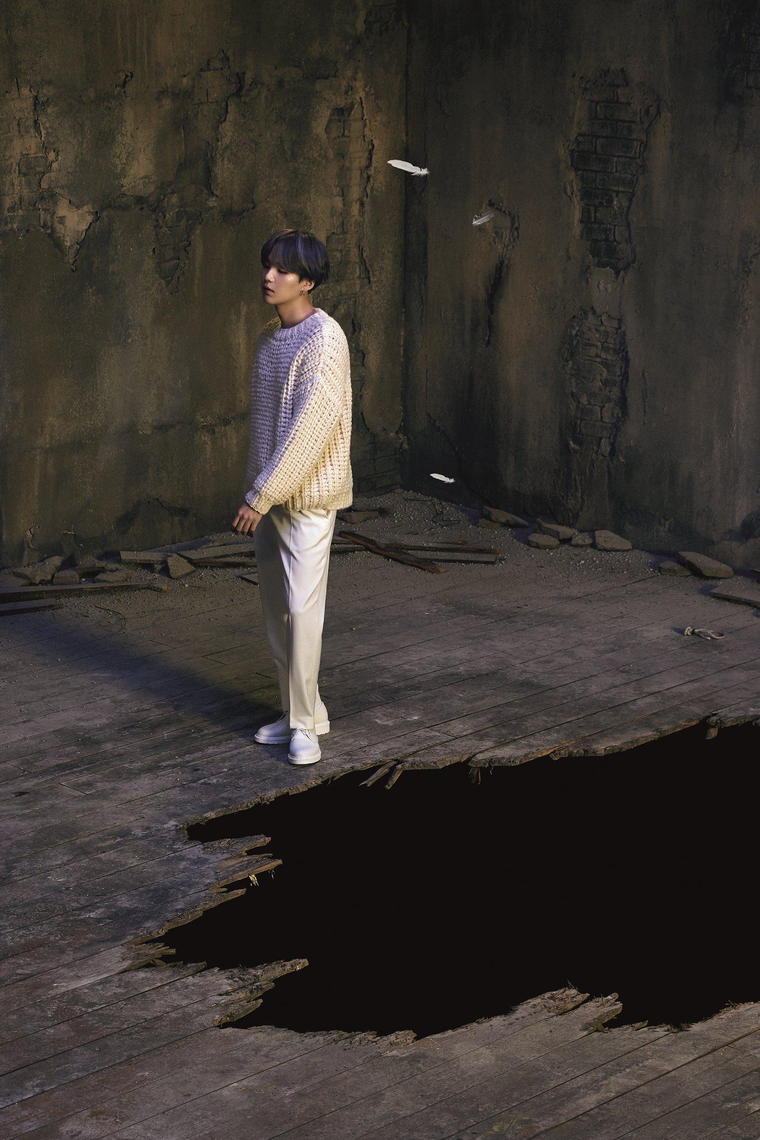 SUGA BTS Rilis Konsep Foto Pertama untuk Album Baru Map of The Soul: 7 © Big Hit Entertainment