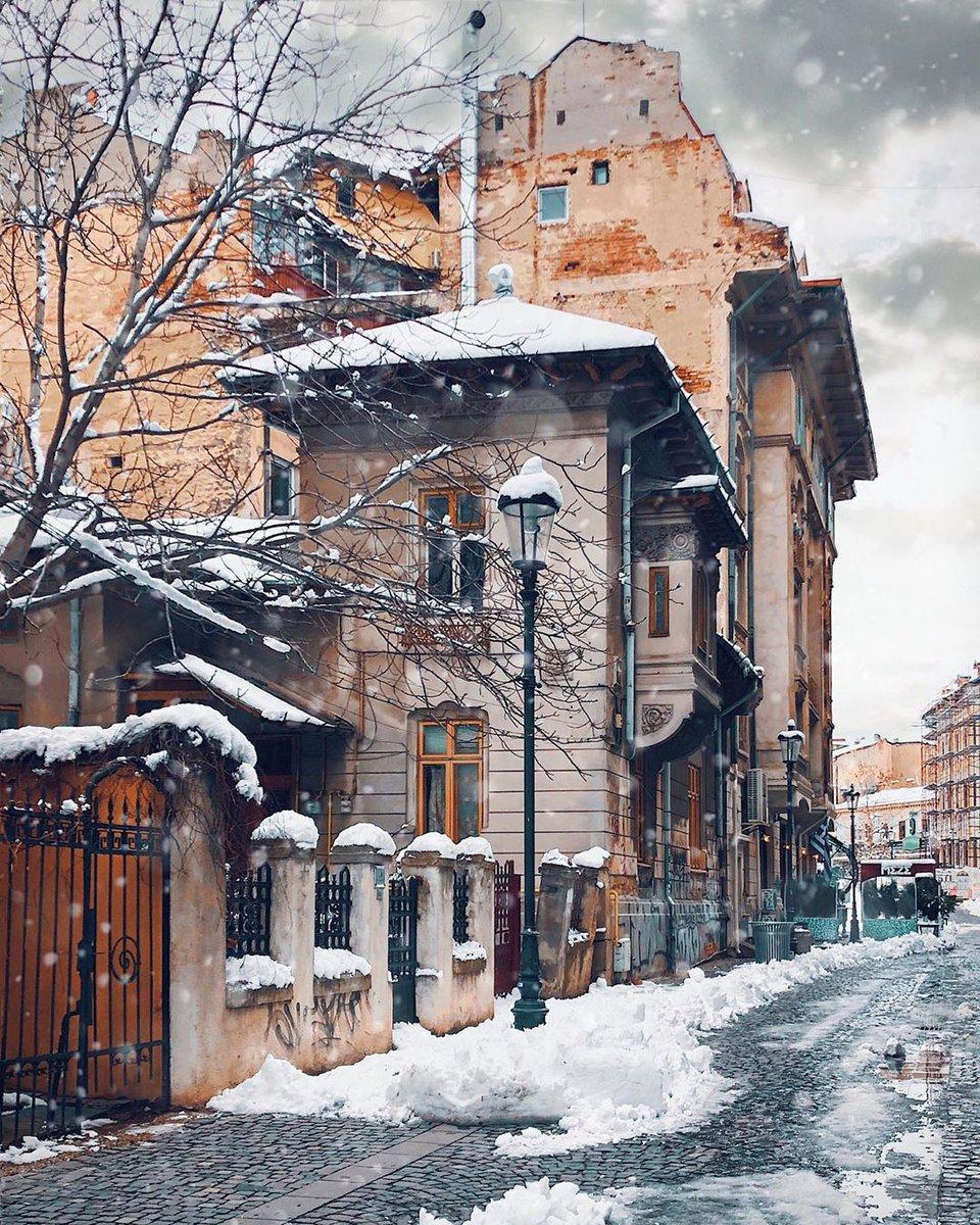Dashing through the snow . . . . #bucharest #romania #city_explore #discoverbucharest #ig_europe #living_europe #ig_romania #moody #cronicaridigitali #citybestpics #igworldclub #tv_living #passionpassport #creatorswillcreate… http://dlvr.it/RPh3YQpic.twitter.com/fWLPixEjRV