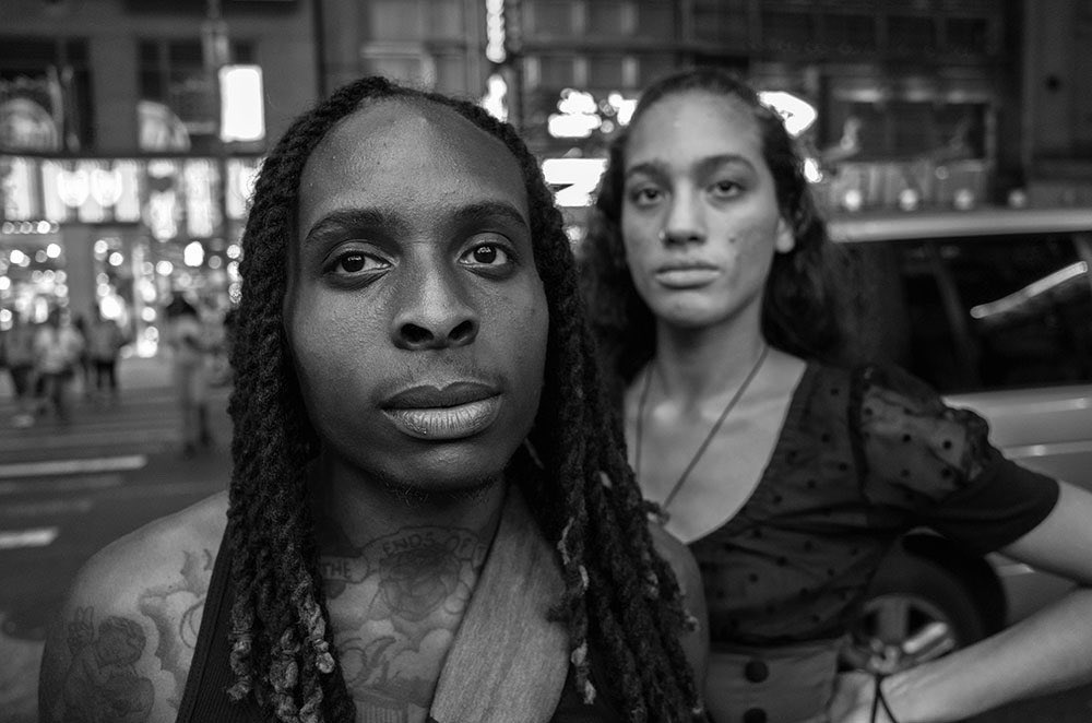 Saw these two coming down 42nd street. Even in New York they stood out. The only direction I ever give is don't smile. #photography #portraits #NewYork #streetportrait pic.twitter.com/yauQLyI6sG