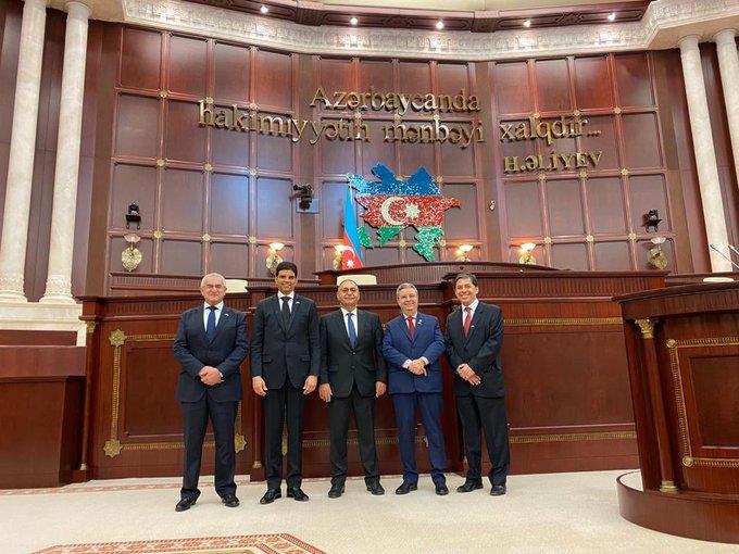 Participo hoje, na qualidade de observador internacional, das eleições parlamentares no Azerbaijão. Estou