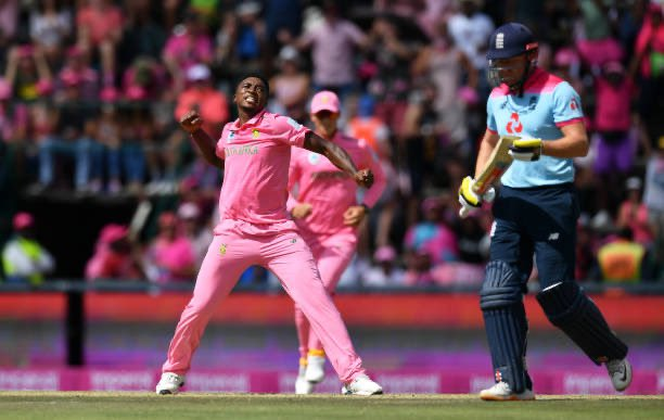 #PinkDay - UPDATE: 🏏 Root 36* 🏏 Denly 22* England are 140/3 and need 117 runs to win. Watch live: bit.ly/SS_NOW #PinkODI #SAvENG