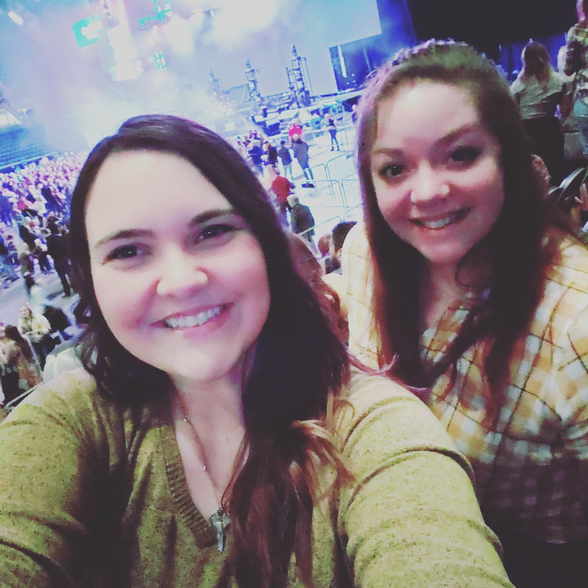 Hey let's go to a concert and get tickets 4 hours before. @RileyGreenMusic @MorganWallen and Jason Aldean all put on an awesome show! Also, I am that girl Riley #girlsnightout #spontaneousadventures #therewasthisgirl #shescountrypic.twitter.com/B5BbVIgTwZ