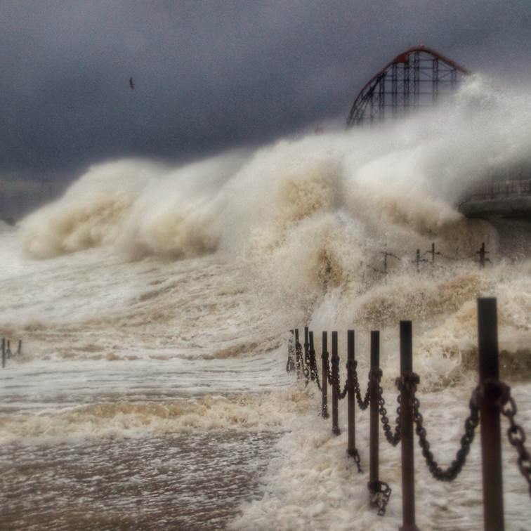 """A rough ride at Blackpool. """"LenscapeImages"""" caught this scene as the waves rolled in from the Irish Sea. @BBCWthrWatchers #StormCiara"""