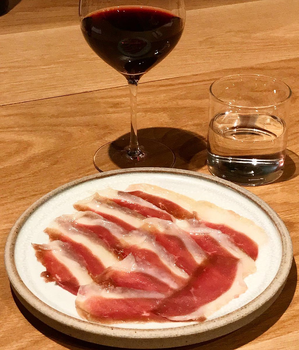 Duck ham, cured in-house.  A lovely soft Sicilian red in the glass.  All's well with the world. . #duck #ham #duckham #caveman #winebar #k5 #kabutocho  #鴨生ハム #自家製 #ケイブマン #ワインバー #ケーファイブ https://t.co/4jqBPtcZdx