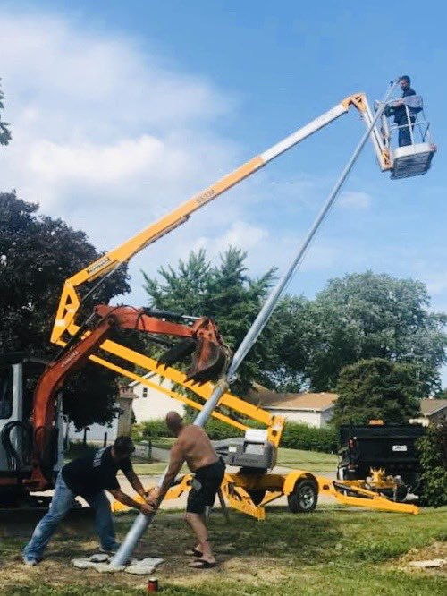 #Jason Tucker #BackHoe in @Vermilion,OH raise a new #flagpole. The #BackHoe is strapping the weight load. https://t.co/bSp2wx00gd