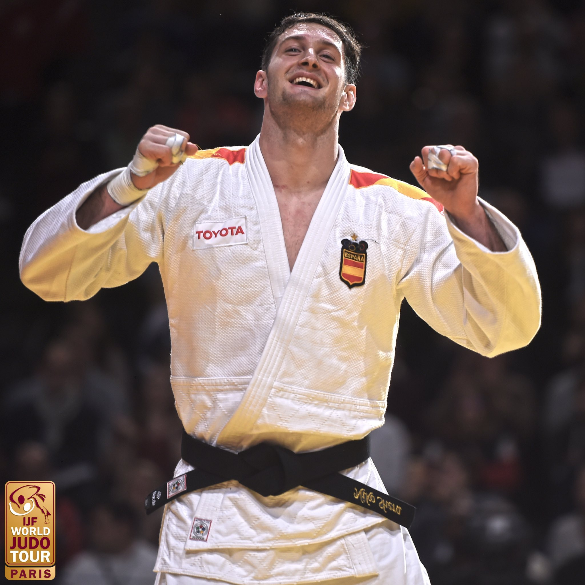 Niko Sherazadishvili se corona en París