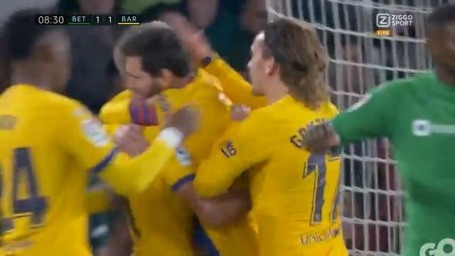 Hoppa! Goooaaal van Frenkie de Jong! 🎉😱 De Nederlander krijgt een prachtige bal van Messi en maakt op heerlijke wijze de gelijkmaker 💪  #BETBAR #ZiggoSport