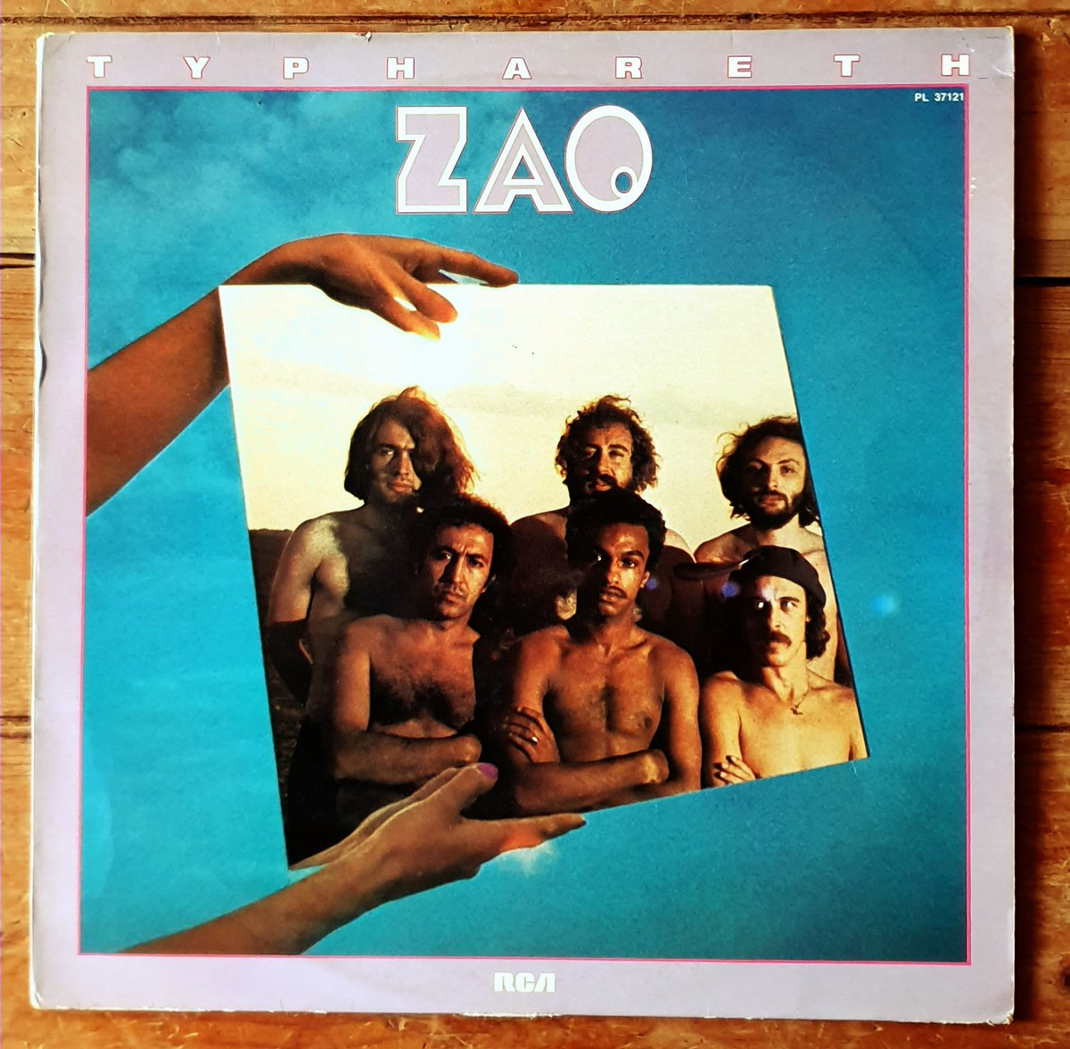 #ZAO – #Typhareth Label: #RCAVictorRecords – PL 37121 Series: #Balance – Format: #Vinyl #LP #Album Country: France Released: #1977s Genre: #JazzRock Style: #JazzFusion #Experimental  #instarecords #instavinyl #vinylrecordcollection #fusionoftheday #drums #percussions #70s pic.twitter.com/bk3qnukWv0