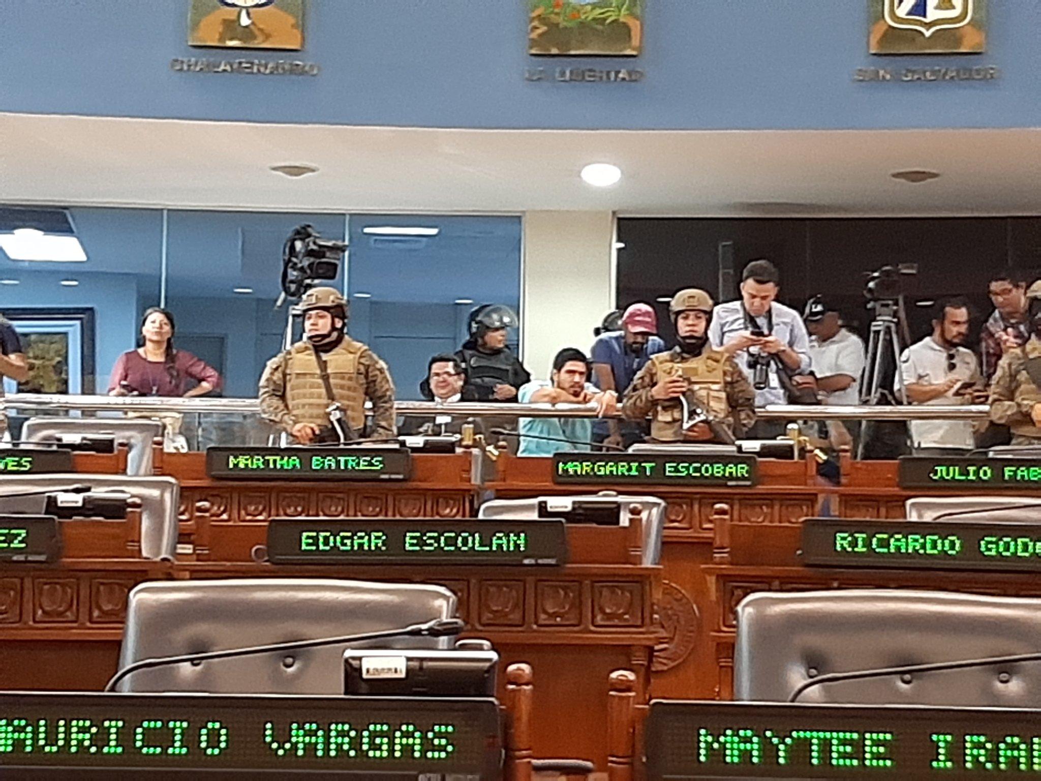Destitución del director de PNC pide el FMLN