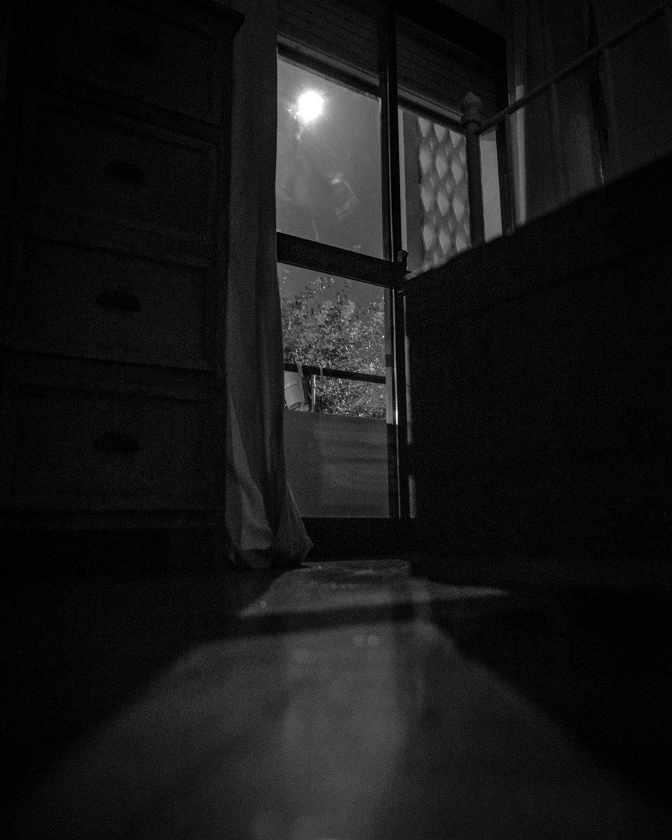 #inyourroom #bnwphoto #artsy #dailymoments #routine #roomview #roomwithaview #urbanlife #moonlight #fullmoon #dailylife #simplethings #p3top #nikond610pic.twitter.com/bYmyicnvQt