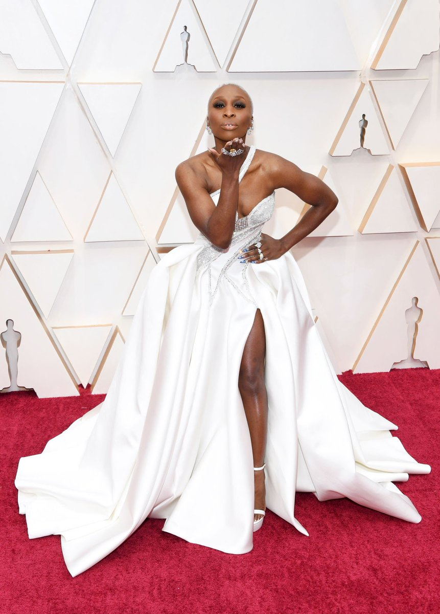 "I am at a complete loss for words. My mouth is left stunned opened. #CynthiaErivo #Oscar2020 #RedCarpet look is ""EVERYTHING"" to me. No words could truly express how I feel about this look. But if I could sum it up into just one - #LOVE 💞💞. https://t.co/aMPYw1T7ki"