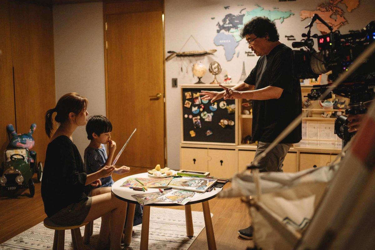 Bong Joon Ho wins Best Director for #Parasite! #Oscars