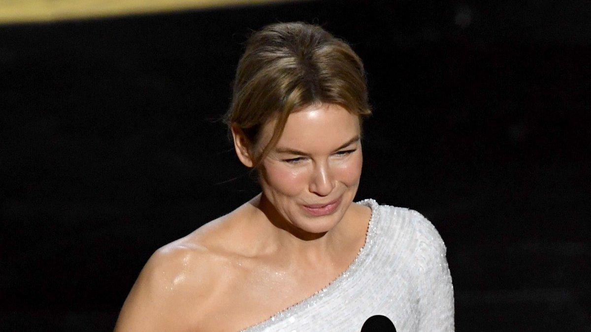 รักนางตั้งแต่ บริดเจต โจนส์ ไดอารี่ วันนี้นางทำได้แล้ว เหมือนได้ดีใจกับ บริดเจต โจนส์ ไงไม่รู้ #Oscars2020 #Oscars #ออสการ์ #ออสการ์2020 #AcademyAwards #MovieOfTheYear #Hollywoodpic.twitter.com/ptpPhi79VN