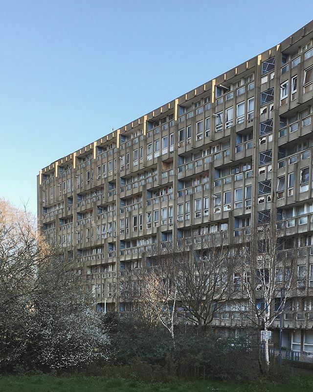 After photographing the Economist Buildings in January I was keen to see more of Smithson's work and before the last block gets demolished I shot the remaining Robin Hood Gardens.  #mondaysarebrutal #brutalist #sosbrutalism