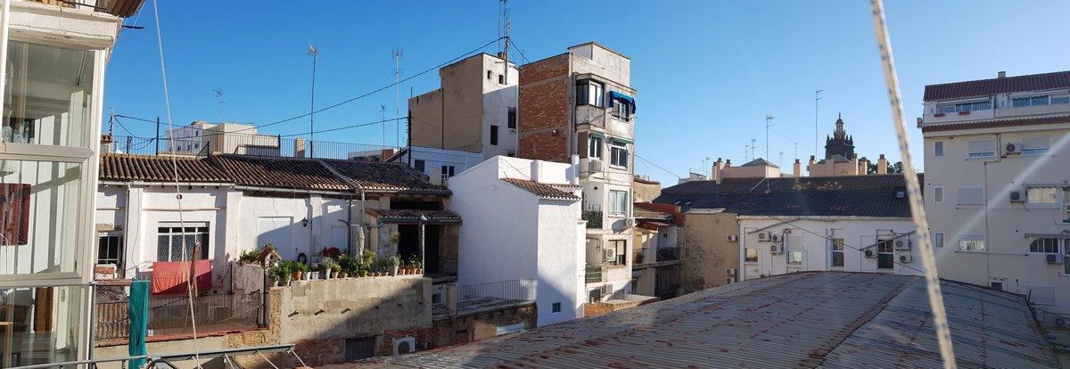 #CiutatVella el corazón del #BarrioDelCarmen mientras #MaiteMartín y #TeteMontoliu se mezclan con la calidez de esta mañana y el olor de mi café. #Monentos #Vida #Música #FelizLunes #Valencia