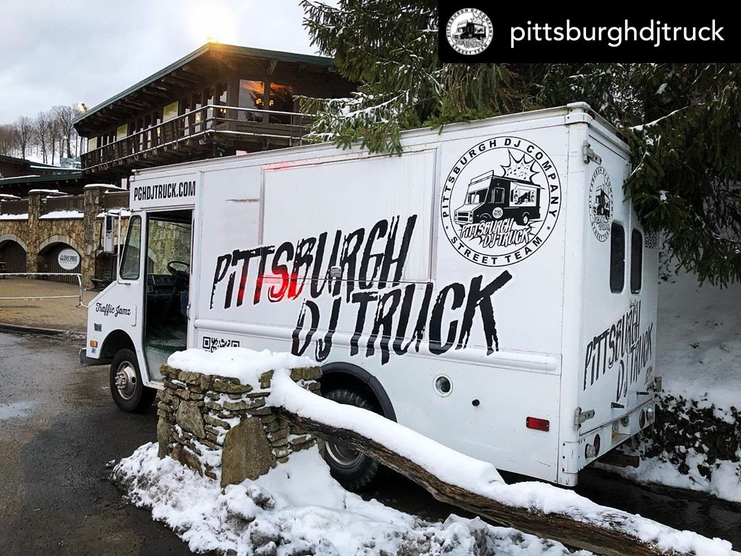 Posted @withregram • @pittsburghdjtruck #DJ Dean had #pghdjcotruck #trafficjamz jammin tonight at #7springs for the #SpecialOlympics #openingceremony ! #PittsburghDJ #PittsburghEvents #PittsburghEventDJ #PittsburghDJTruck #SpecialOlympics50pic.twitter.com/uo8SuvT2mu