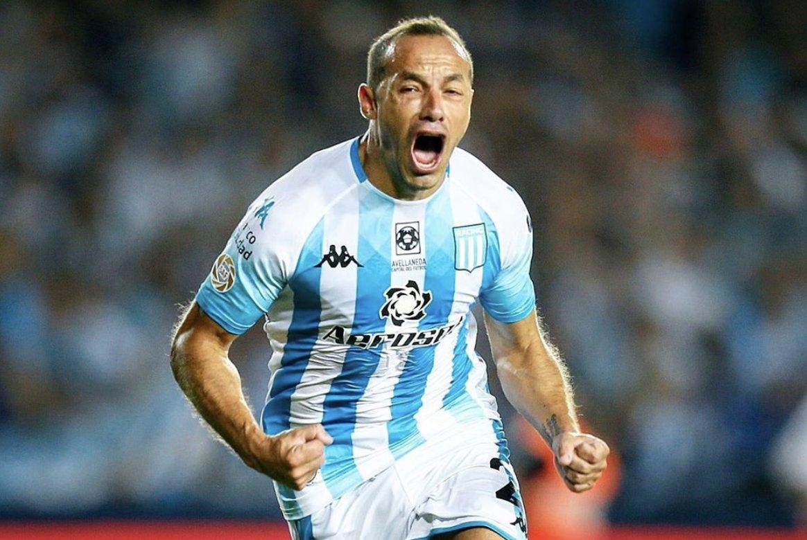 Jugando con 9 hombres y con gol en el tramo final. Qué manera de ganar El Clásico de Avellaneda. El grito del Chelo Díaz lo dice todo. 📷 @RacingClub TRIUNFO HISTÓRICO DE RACING.