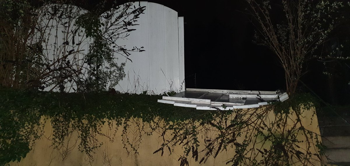 Wenn der Zaun kein Bock auf Montag hat #sabine #ciara #saarland #Stingbert pic.twitter.com/xFWObToS1T