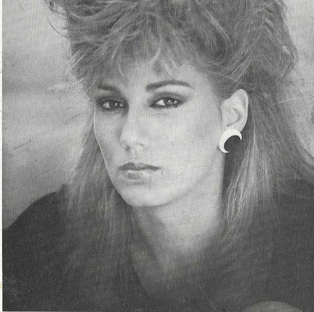 Don't worry be happy! Day 7 of the performer/Artist challenge.  #1980s #hair #maturemodel #smilemore #model #classicmodel #style #fashion #fashionmodel #60andfabulous #womenover50 #bestagermodel #photography #agepositive #modeling #ageisjustanumber #maturebeauty #lifestylemo…pic.twitter.com/FO7PYhsLnT
