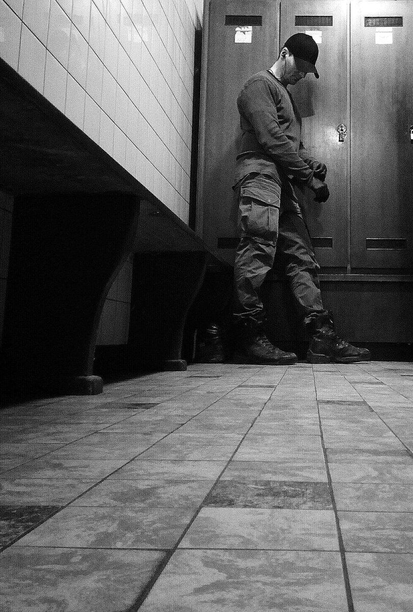 #Nachtschicht und nicht bei den #Oscars2020 dabei keine #Nominierung kein #fame kein #roterteppich nur kaltes #Neonlicht das klacken der Maschinen im Rhythmus der acht Stunden Schicht ein einsamer #Held wie viele von uns wir sind das Fundament der #Geselschaft wann ehrt ihr uns?pic.twitter.com/kLqJTc3O9y