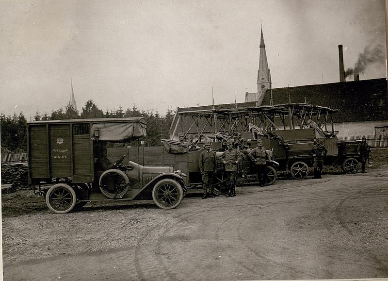 "Automobiles belonging to the Austro-Hungarian 10th Army, 25 June 1917. Note the ""K.u.K Feldpost""-truck in front  #WW1 #WWI #FWW #GreatWar #History #Automobiles #Cars #Auto pic.twitter.com/TwV8Nz3KCX"