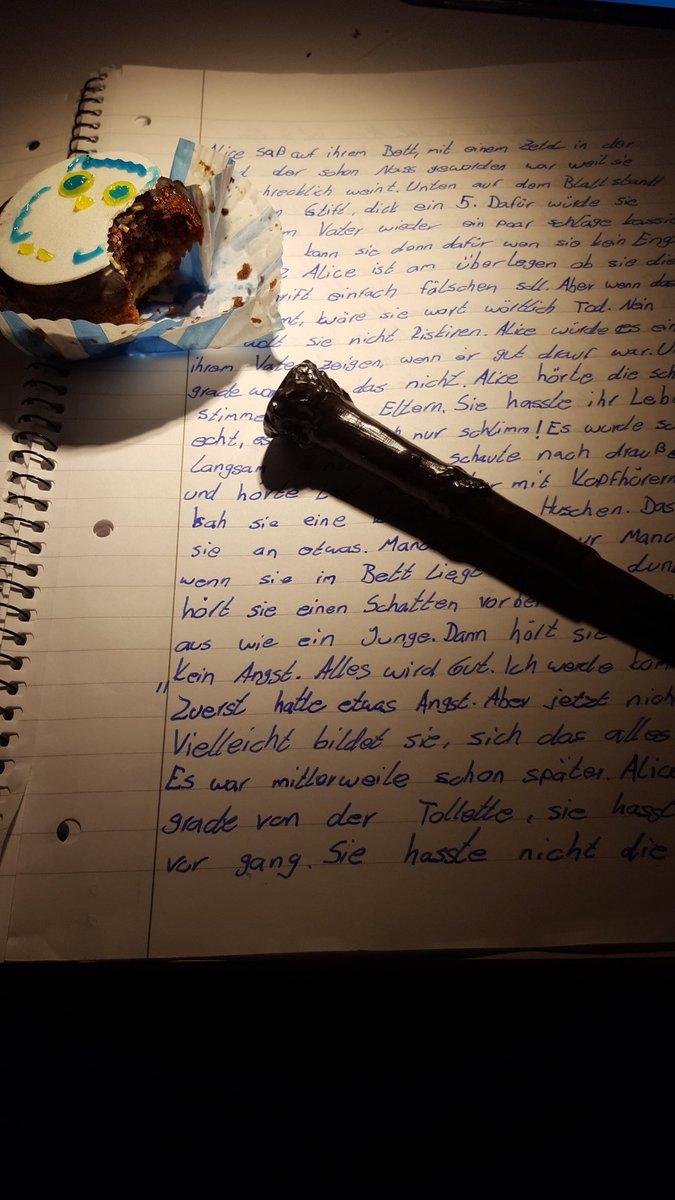 I Love it! Schreibe entspannt meine FF weiter und esse dabei lecker Harry Potter Muffins pic.twitter.com/y8Asc2UKis