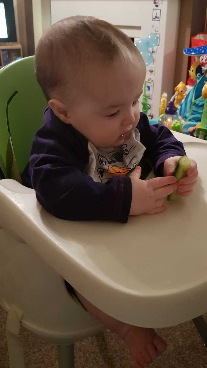 Have been so excited to start this stage, I loved it with Harry: we are now officially #babyledweaning #BabyJames! Took to it like a pro pic.twitter.com/pWVli7yHUe