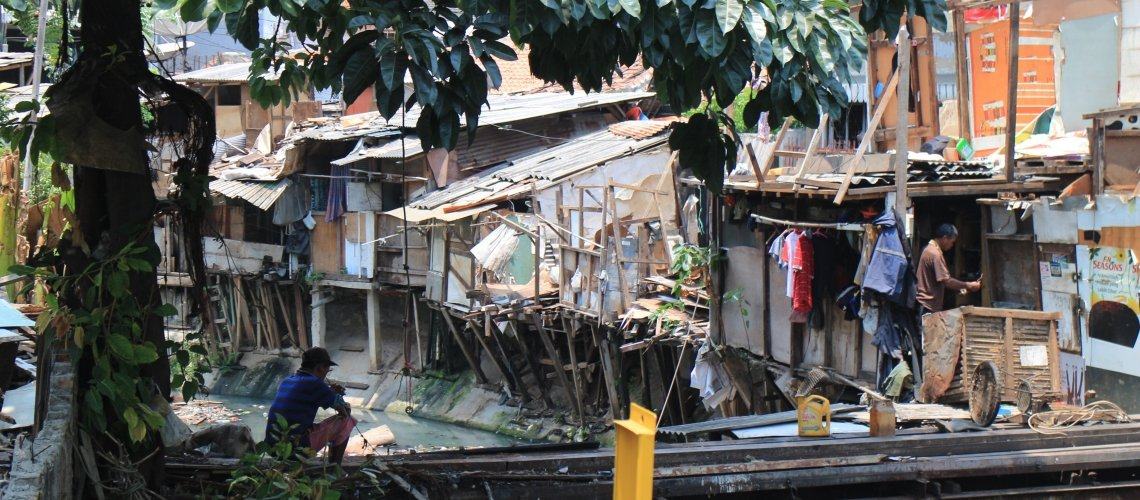 Only 2% of households in Jakarta, which has a population of 10 million, are connected to the public sewerage system. Most urban households have septic tanks – but they leak.  Great blog from @WBG_Cities on incremental solutions to invisible problems: https://blogs.worldbank.org/eastasiapacific/cities-without-sewers-solving-indonesias-wastewater-crisis-realize-its-urbanization…