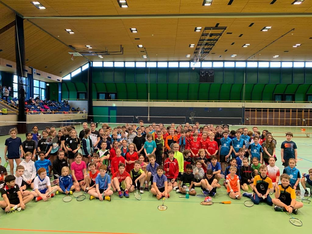 Yesterday the #SwissKidsFinals took place in Olten!🏸#happyfaces with the kids and the organisers!😃A big THANKS to BC Olten for hosting and for the smooth running of the event as usual 🙏🏼😉#badminton #kidsbadminton #tournament #welovebadminton #swissbadminton #juniors