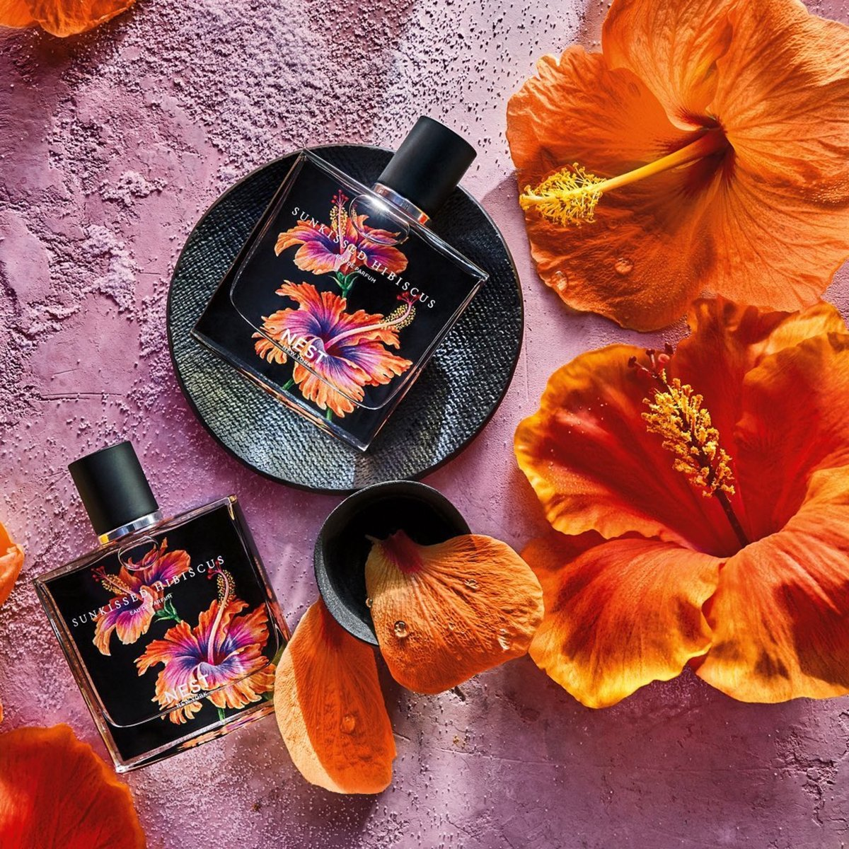 Meet our Perfume of the month, Sunkissed Hibiscus by @Nestfragrances 🌸 Wrap yourself in the notes of tropical frangipani flower and orange blossom. Add this fruit & floral scent to your queue this month. #Scentbird  https://t.co/RnxiWBld0m