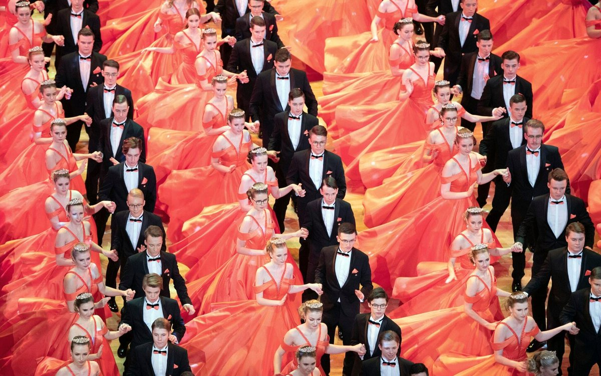 Debutant couples dance on stage at the 'Semper' Opera House during dress rehearsals for the 15th 'Semperopernball' in Dresden, Germany Credit: Sebastian Kahnert/dpa/AP pic.twitter.com/peLcxMO7Zk