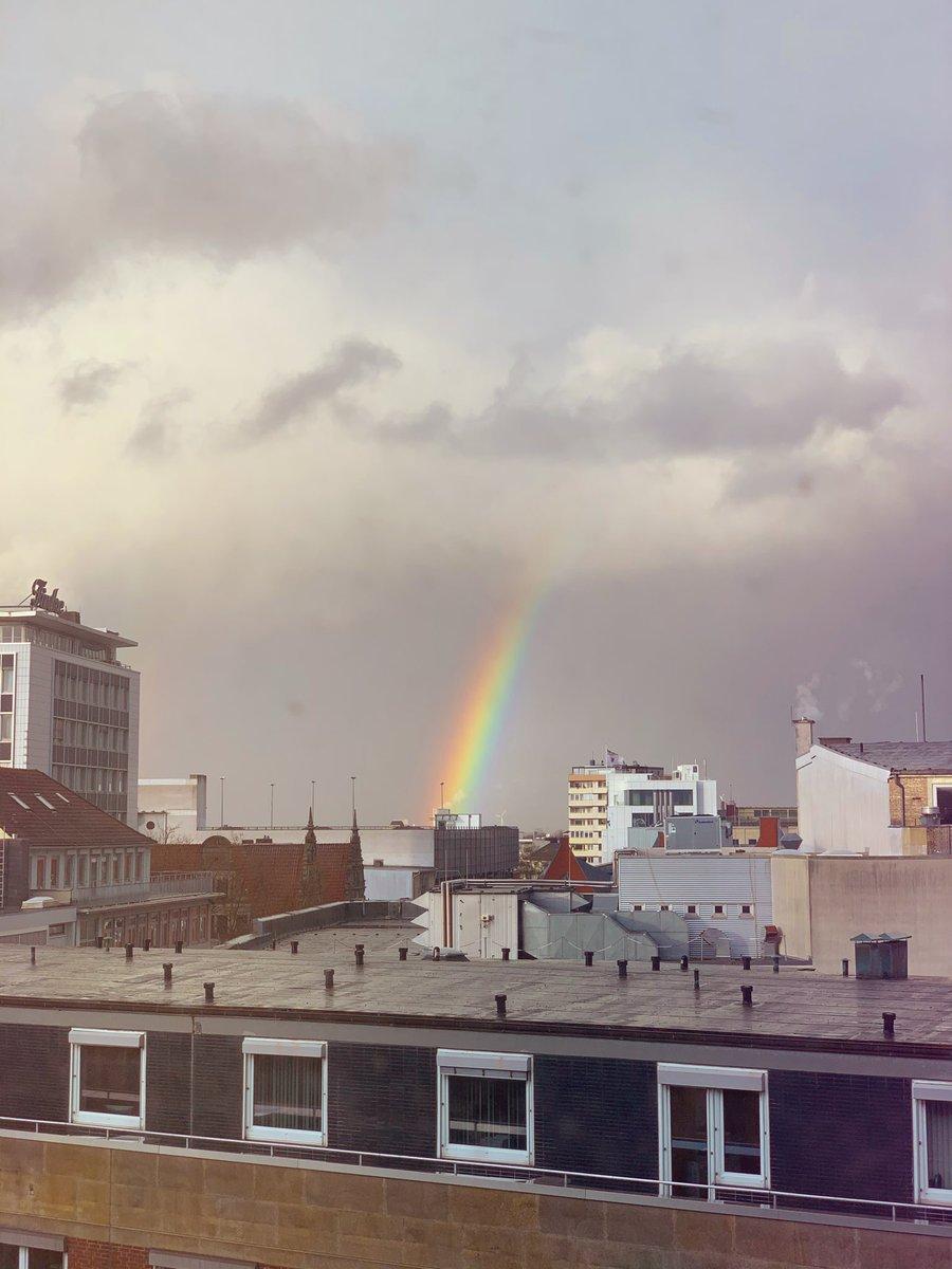 Orkan bringt Sonne, Regen, büschn Wind und 1a Regenbogen #bremen #bremerdeern #bremermoment #liebedeinestadt #meinbremen pic.twitter.com/2qzPUhqj83