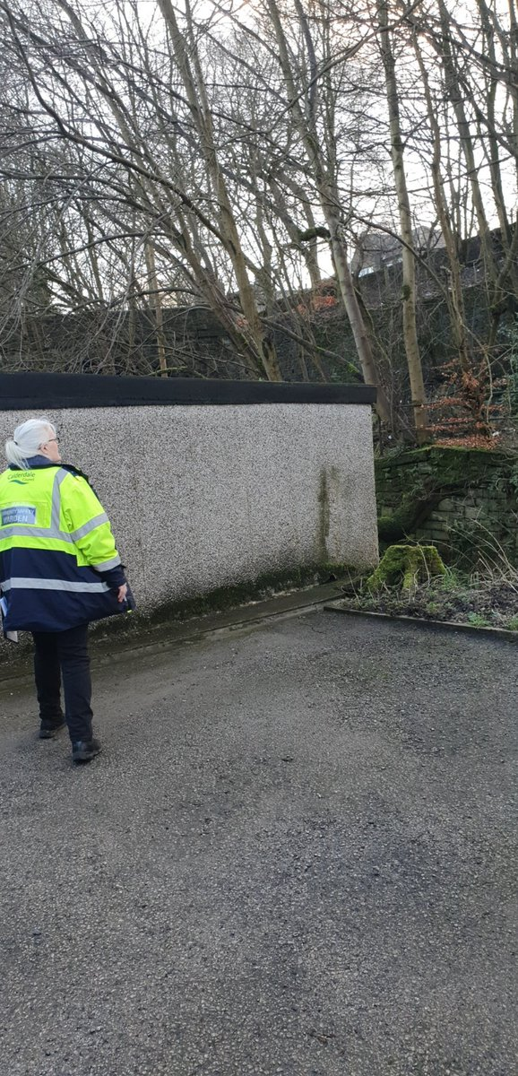 Good day spent with 307 yesterday checking properties that have potentially been affected by flooding.  Spoke with a couple of residents who were happy that we was checking up on them and appreciated our visit.  #SaferCalderdale @CMBC_CSRTpic.twitter.com/6JGwr7jqGZ