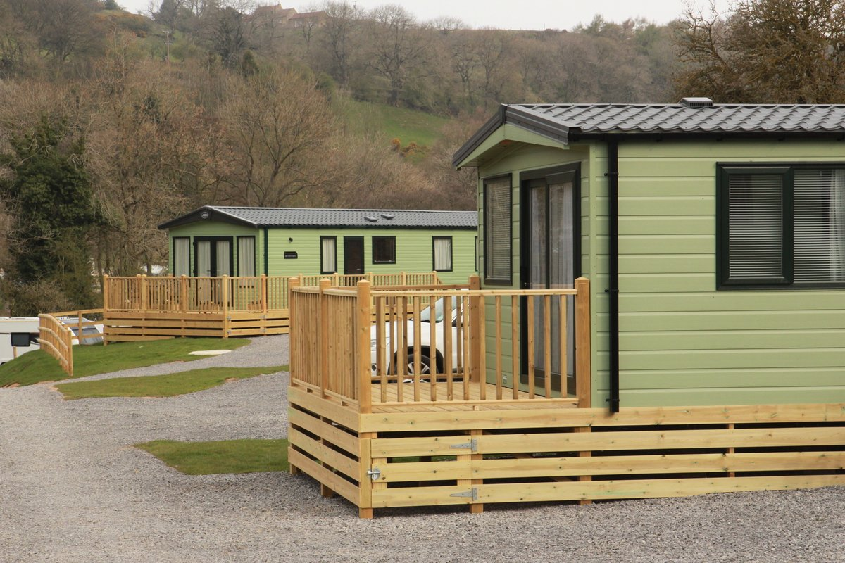 All of our luxury holiday homes sleep up to 6, and are well equipped whatever the weather!  From flat screen TV, Freeview & DVD player to outside veranda with seating, you will have plenty of space to relax with family, inside or out.  #staticcaravan #northyorkshire #osmotherley