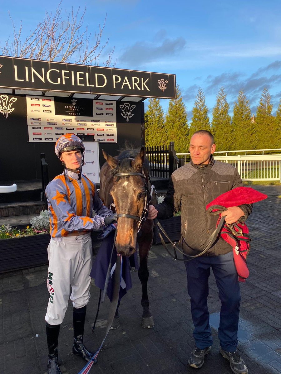 He may be a monkey in stalls but Knowing Glance manages to pull it out the bag under Jack Garritty to win at Lingfield. Well done to owners Posh John 11