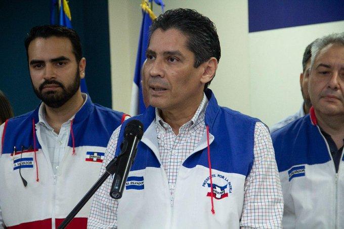 Gustavo López Davidson renuncia a presidencia de Arena