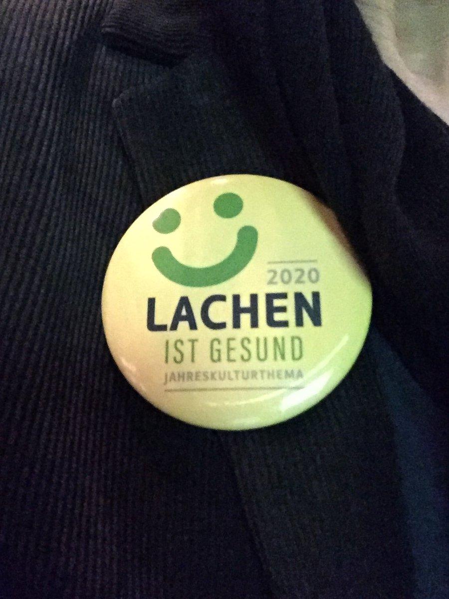 Heute zu Besuch bei Pflegen & Wohnen Hamburg. Bin gespannt auf lustigen Abend #LachenIstGesund pic.twitter.com/l7tbKwh9VC
