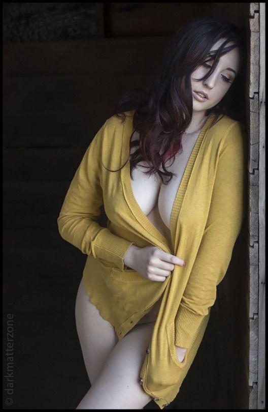 #Yellow #brunettes  #plussizemodel pic.twitter.com/hnoIiiPWfJ