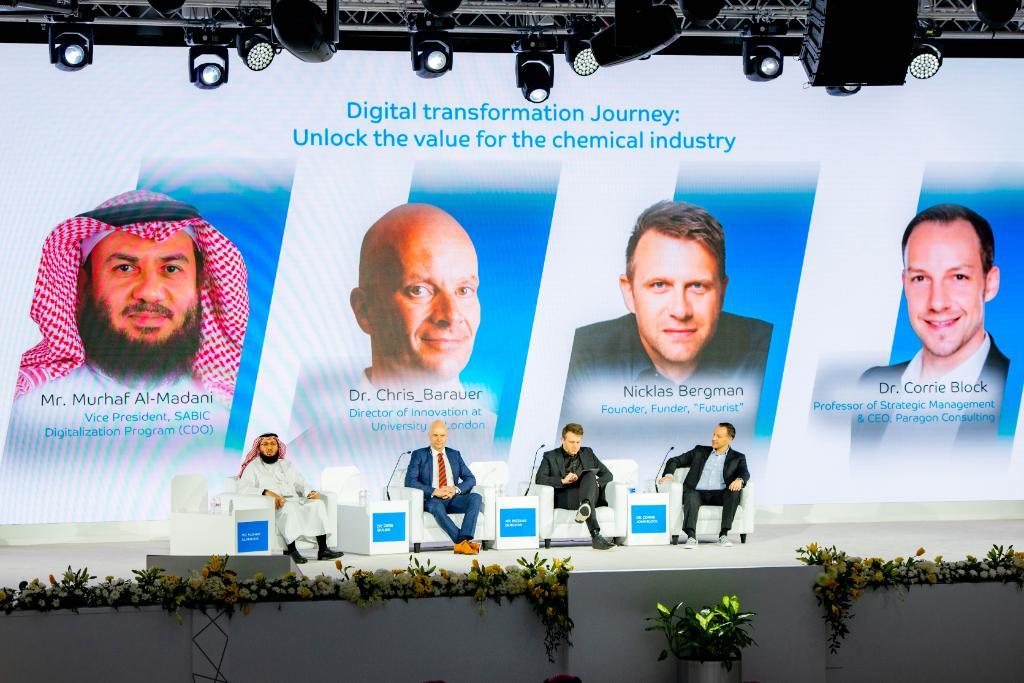 استعرضنا في #مؤتمر_سابك_2020 أهمية التحول الرقمي، وضرورة تطوير الأصول والموارد مجتمعة معاً، والتكيف مع التقنيات الجديدة، وضمان التواصل الفعّال بين الموظفين.  #سابك