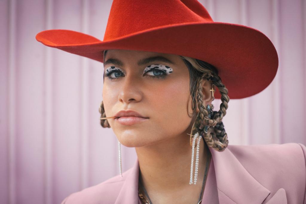 Mexican singer-songwriter @SoSofiaReyes shines on her new single 💖 Spin 'Idiota' now: pdora.co/2vE9bzG