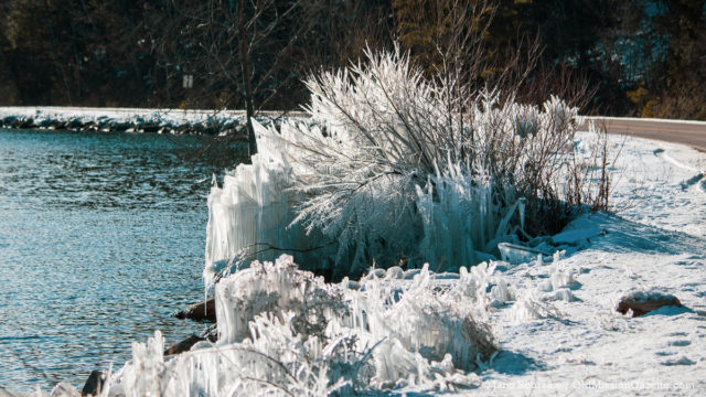 Photo of the Day: Bluff Road Ice Sculptures http://bit.ly/2V5MQ8G #oldmissionpeninsula #omp #nwmi #nomi #tcmi #traversecity #winterpic.twitter.com/oMs2cn1Lff