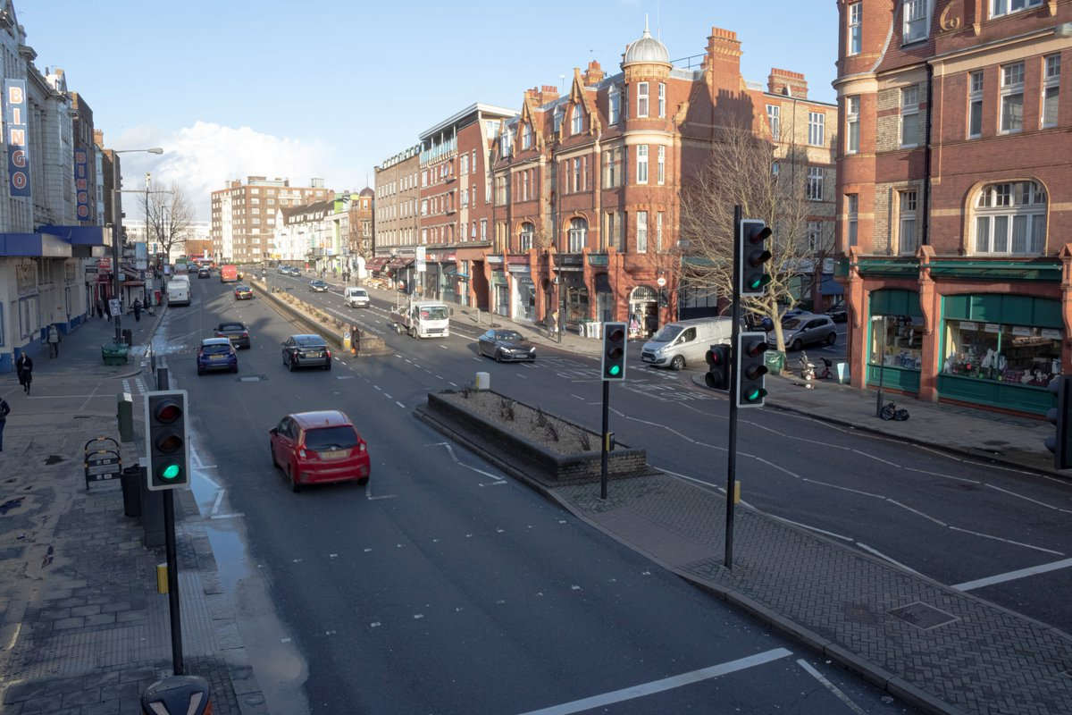 Streatham Hill is one of the most unpleasant places in London to ride a bike. The current layout priorities cars, not people. Today weve published plans to make it better for people walking, cycling & using public transport 🚲🚶♀️🚲🚶♀️Have your say: consultations.tfl.gov.uk/roads/a23-stre…