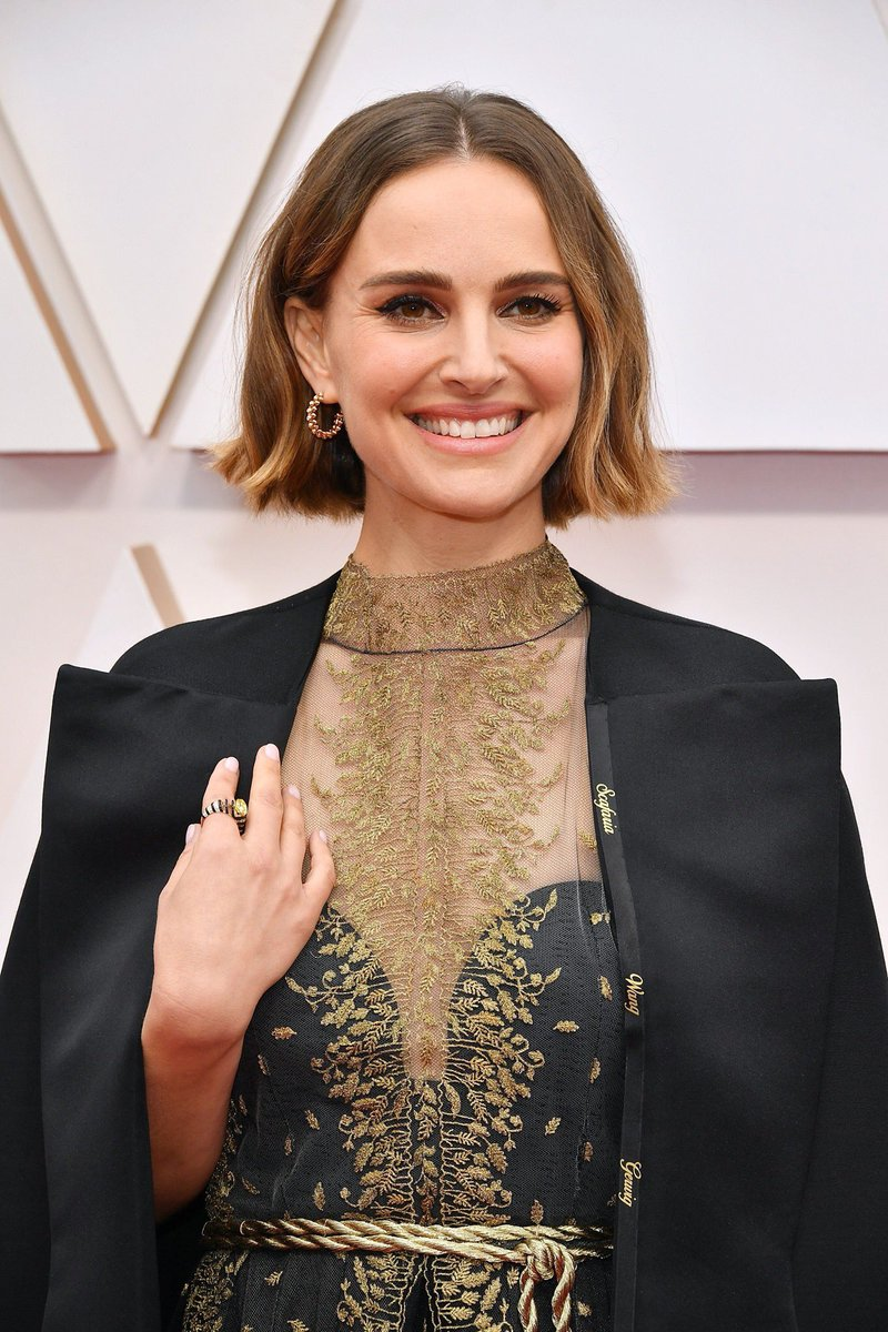 Here are the all-male nominees.   #NataliePortman drags #Oscars with cape embroidered with names of unacknowledged womxn #TeamCape #WomenInFilm #OscarsSoWhite #OscarsSoMale #TimesUp #Ish   https://t.co/Hjum3bpYu8 https://t.co/CM5VtZKahC