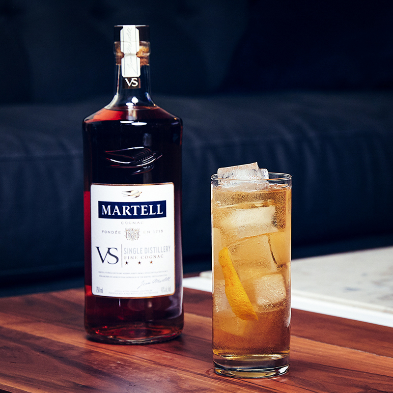 Getting an early taste of the weekend. What cocktails are you putting together with #MartellVSSD? https://t.co/XZ6AqGvLyx