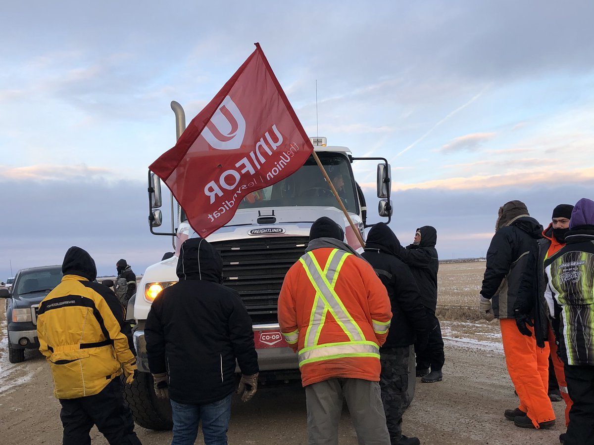 #Unifor members picketing this morning at the @CoopRefinery Moose Jaw bulk fuel depot. #Solidarity