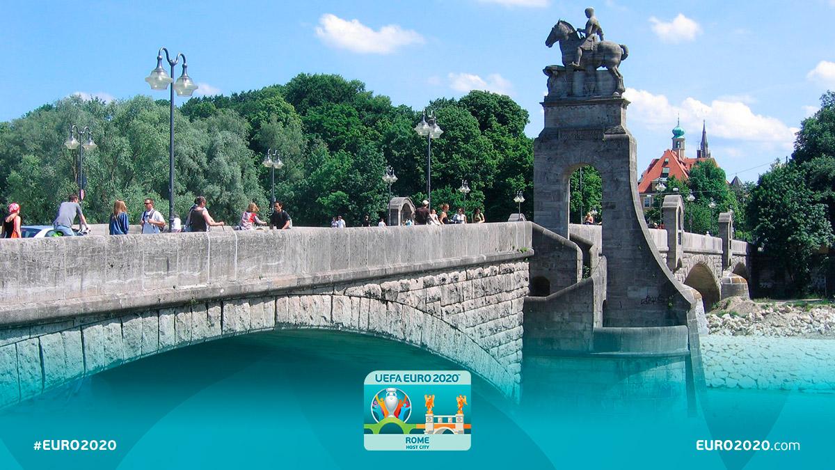 Il #Wittelsbacherbrücke è il ponte simbolo di @Euro2020 scelto per Monaco di Baviera. Sul ponte ad arco troneggia la statua equestre del 1905 dedicata a Ottone I di #Baviera. Distanza da #AllianzArena: 12 km. #IPontiDiEuro2020 #EURO2020 #RomaEuro2020 #München @DFB_Team_EN